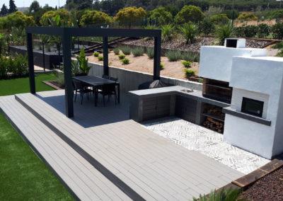 Jardín con pérgola bioclimática